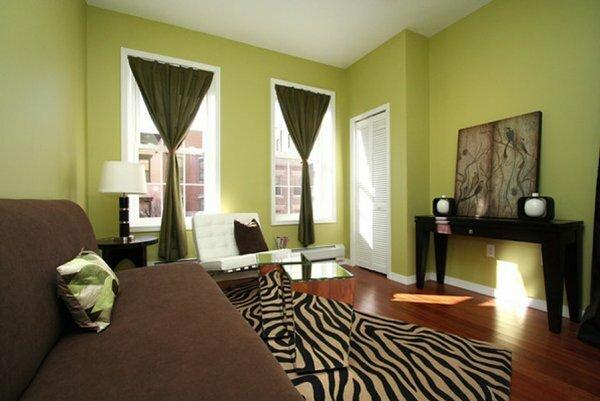 После трудного рабочего дня, зайдя в помещение с нежным светло-зеленым оттенком стен, вы сразу же сможете расслабиться