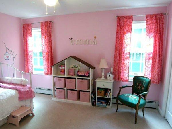 Бело-розовая романтика со шкафом-домиком