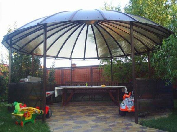 Беседка-купол из сетчатого поликарбоната
