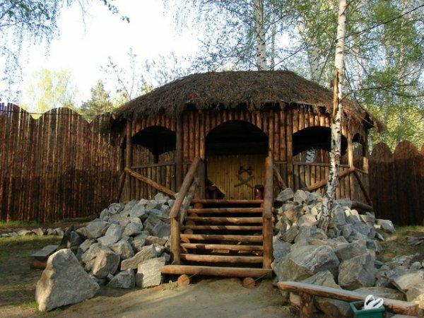 «Охотничий домик в горах» с натуральным камнем