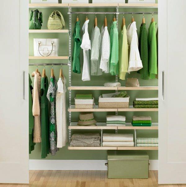 Средняя гардеробная для квартиры-студии