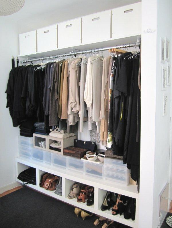 Открытая гардеробная-ниша
