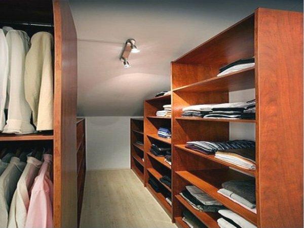 Угловая гардеробная с нишами из гипсокартона