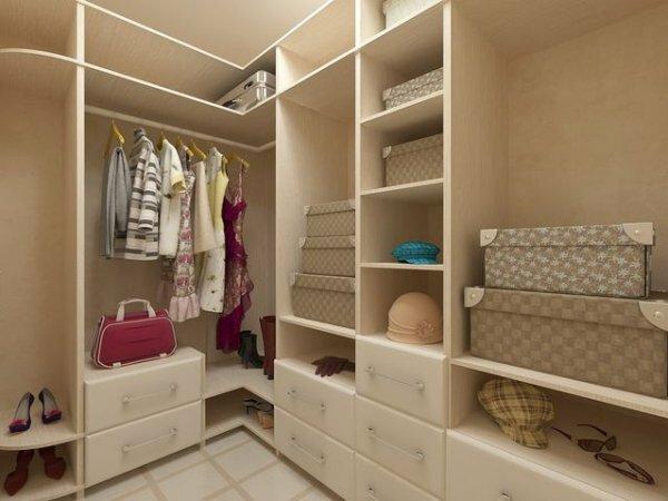 Оранжевая гардеробная для молодой семьи