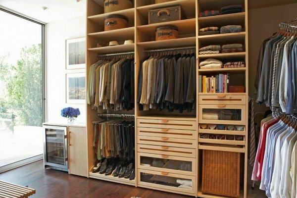 Мини-гардеробная в квартире-студии