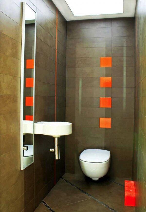 Серо-оранжевый туалет в стиле техно