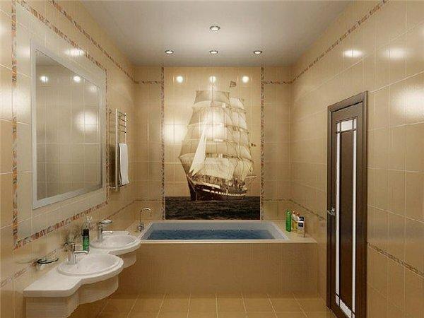 Бежевый туалет с декоративным панно «Парусник»