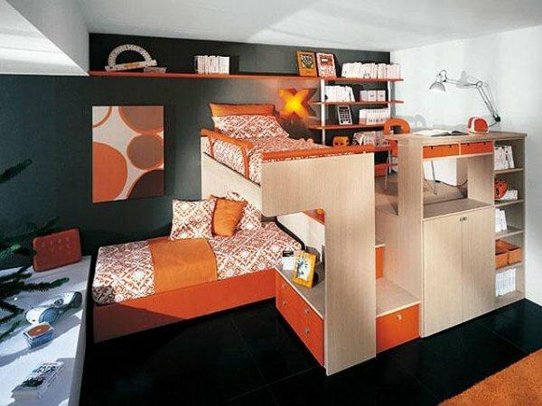 Кровать-чердак для двух подростков по центру комнаты