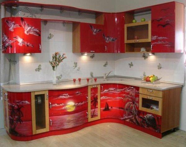 Сделать кухню нескучной помогут неординарные принты