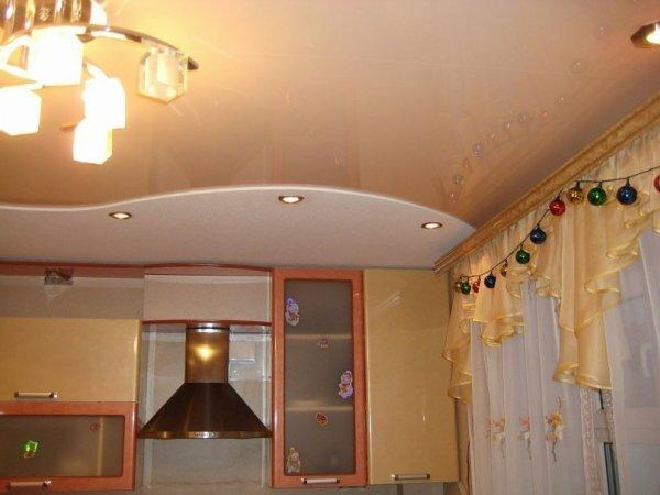 Бежевый глянец для небольшой кухни