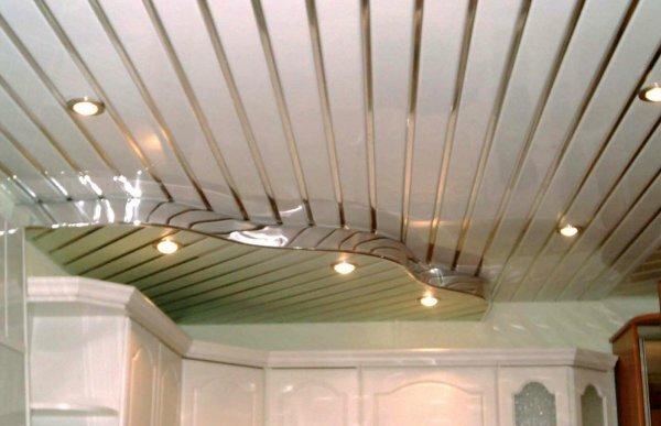 Открытый двухуровневый потолок с контрастными вставками