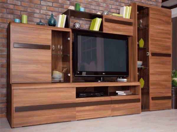 Небольшая стенка с пространством под телевизор