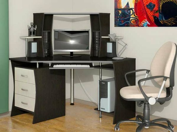 Черно-белый стол из металла