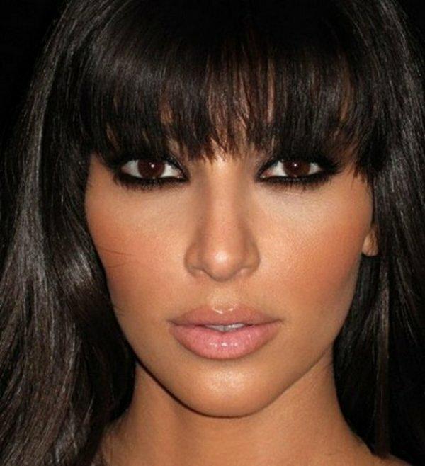 Чаще всего карие глаза встречаются у брюнеток со смуглой кожей