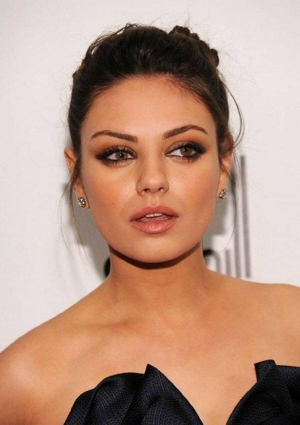 Голливудские звезды умеют выбирать правильный макияж под свой цветотип. Поэтому на фото они выглядят идеально