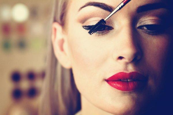 Стрелки – универсальный выбор для выразительного макияжа для карих глаз