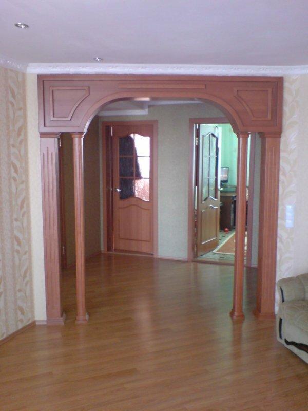 Более простой вариант широкой арки, подойдет даже для небольшой квартиры