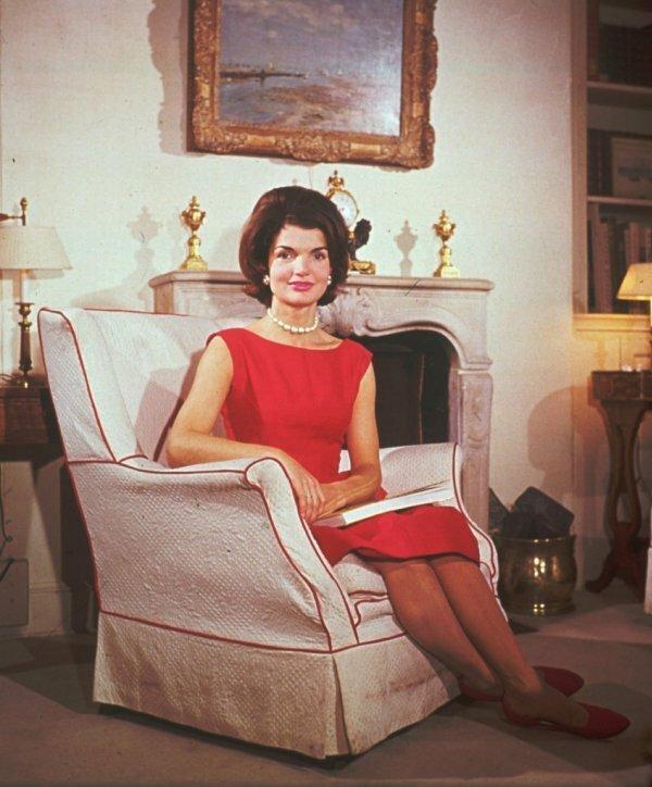 Платье-футляр стало визитной карточкой Джекки Кеннеди