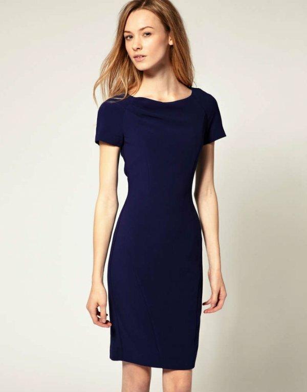 Фото слегка приталенного легкого синего платья