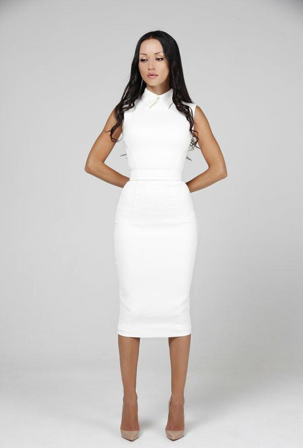 Строгое и нарядное платье для тех, кто ценит простоту и элегантность