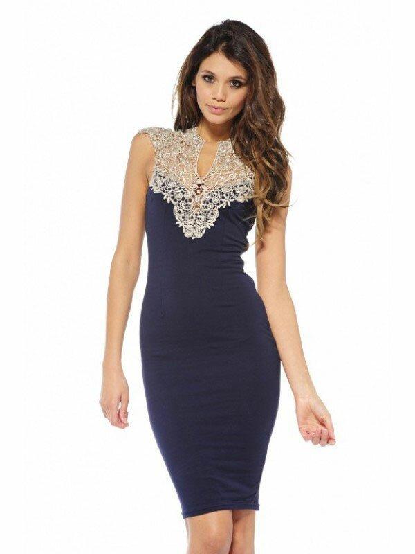 Фото приталенного платья с кружевным верхом. Эта деталь подчеркнет все достоинства красивой фигуры