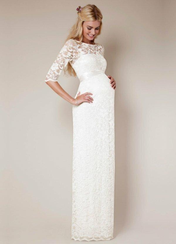 Фото элегантного свадебного наряда с кружевным верхом и атласным поясом