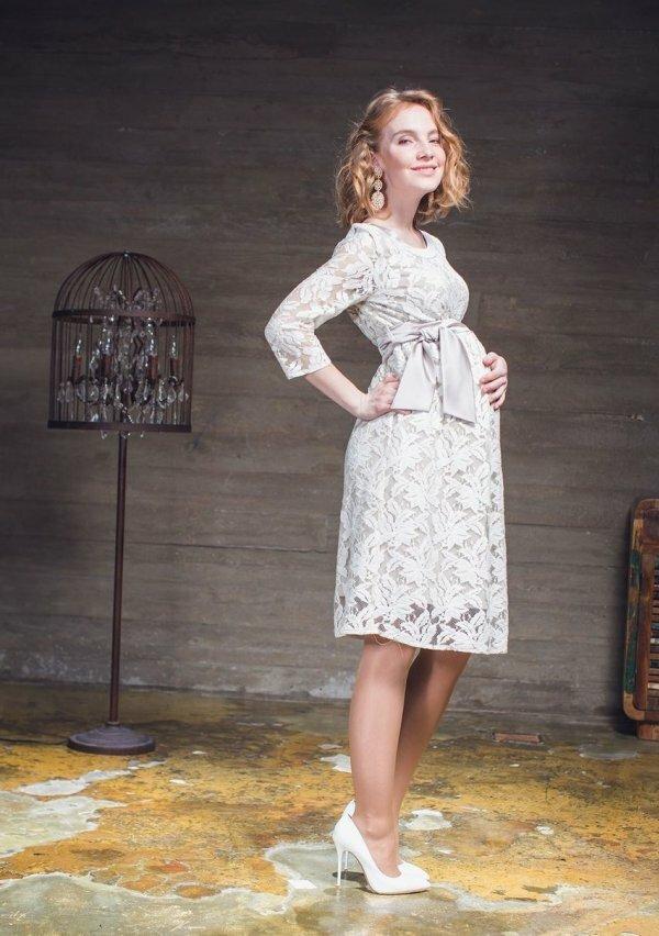 Фото красивого романтичного платья с оригинальным принтом и кокетливым бантом