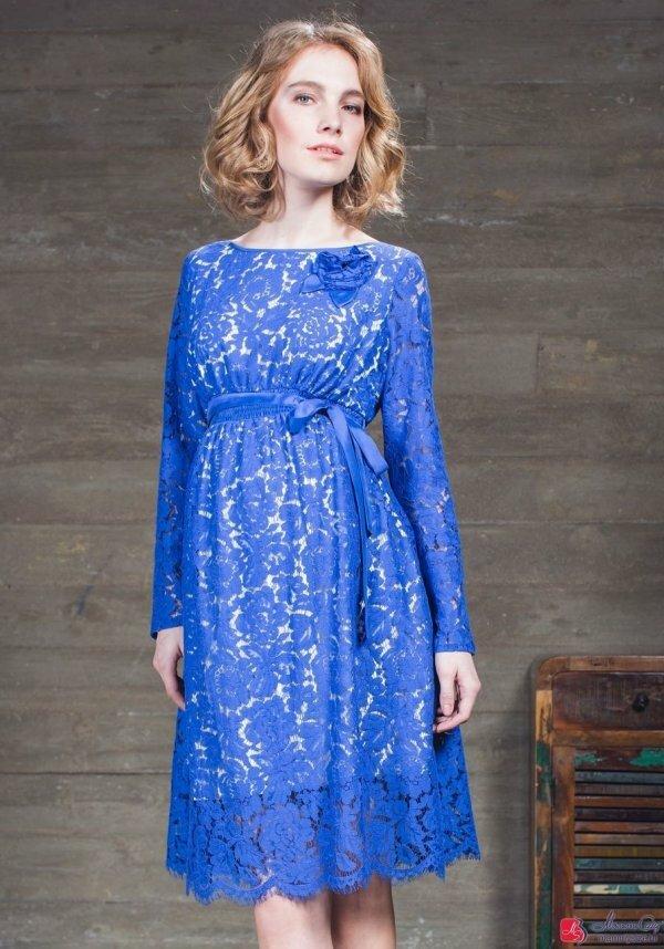 Нарядный вариант летнего платья с кружевом и атласными деталями