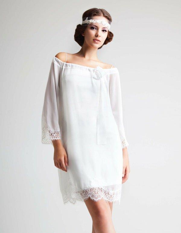 Нежное короткое платье-туника – идеальный вариант для романтичного свадебного образа