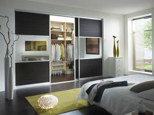 Стильные двери для встроенного в нишу шкафа