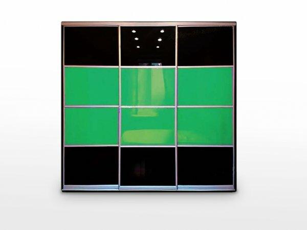 Тонировка дверей помогает красочно оформить шкаф-купе
