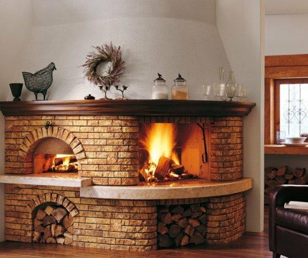 Объемный камин-печь в загородном доме