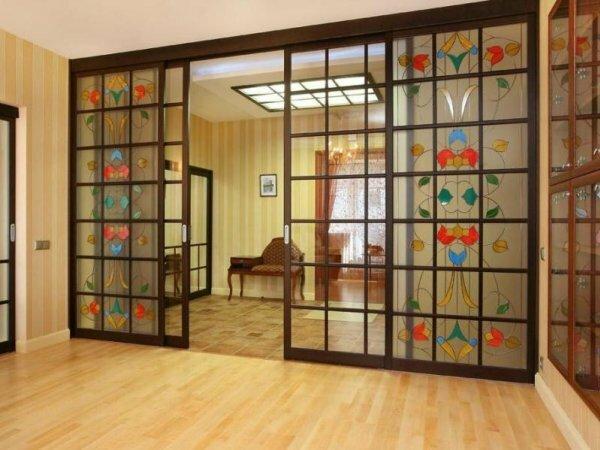Витражные двери-купе – яркое дополнение интерьера