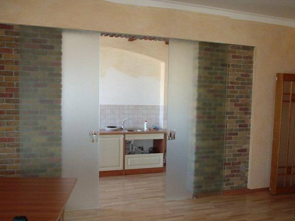 Матовое стекло – практичный вариант ограждения пространства