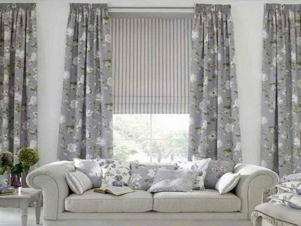 Светлые шторы в гостиную добавляют воздушности и легкости