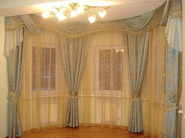 Нежное сочетание пастельных тонов двойных штор. Верх обрамлен ламбрекеном