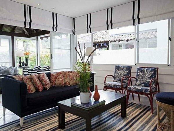Эффектно декорированные белые шторы – востребованный дизайн
