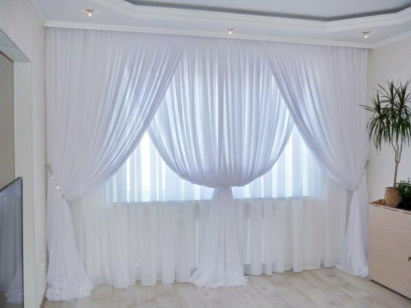 Красивые шторы из белоснежной органзы на фото завораживают