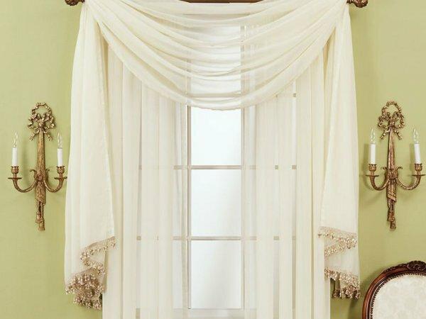 Тюлевые шторы, украшенные бахромой