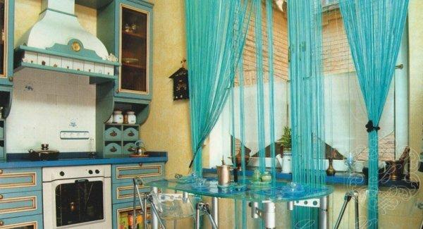 Импровизация оформления: шторы для кухни разными предметами