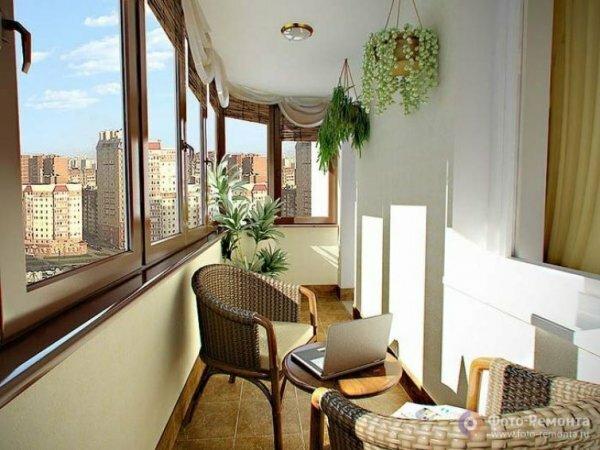Изысканный дизайн балкона в панельном доме