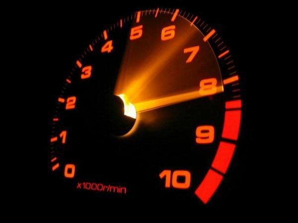 Спидометр – явный символ постоянного движения и скорости