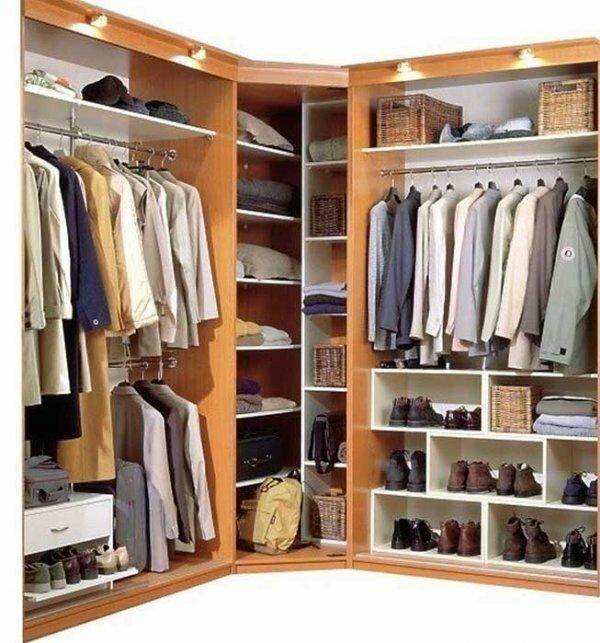 Угловой шкаф также позволяет реализовать интересные функциональные идеи