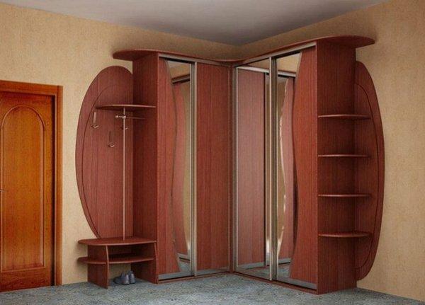 Большинство угловых шкафов имеют открытый фасад по бокам, как на этом фото
