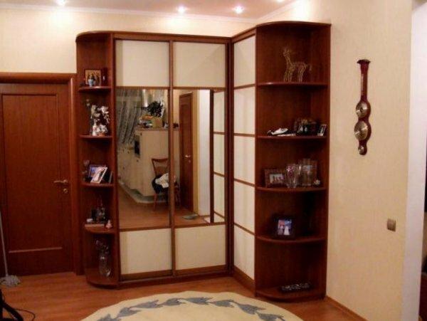 Желательно, чтобы шкаф был изготовлен из материалов, совпадающих по фактуре и цвету с другими элементами прихожей