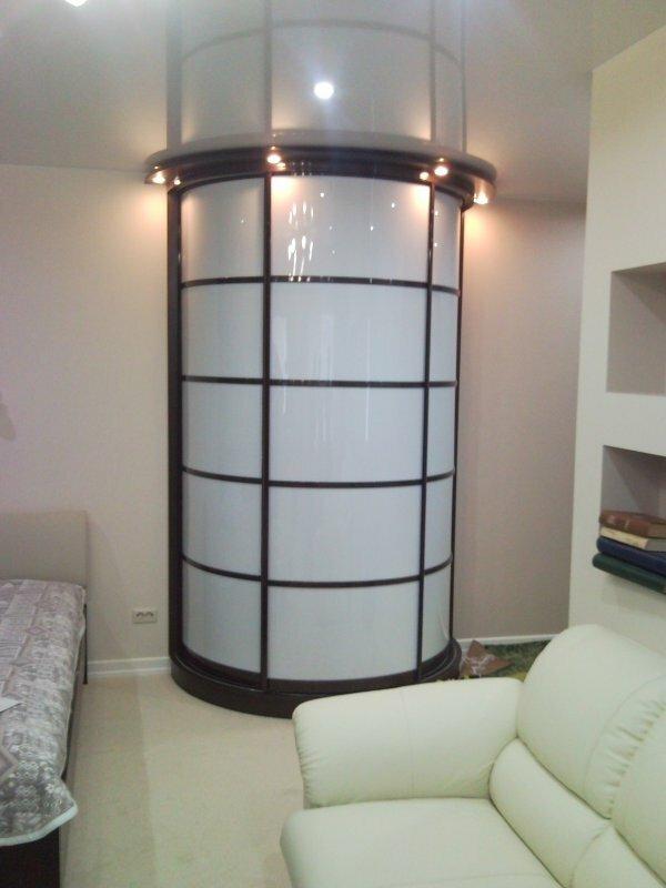 Радиусные шкафы не только практичны, они могут стать прекрасным украшением интерьера