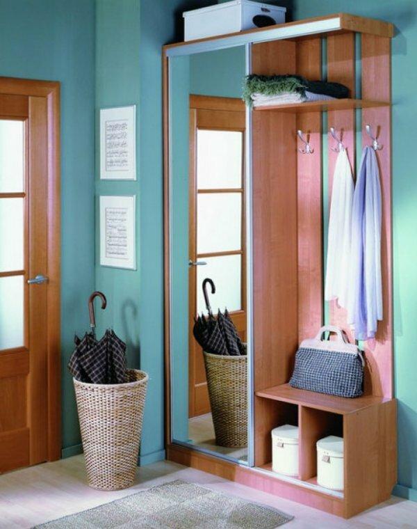 Одностворчатый шкаф с зеркалом украсит маленькую прихожую