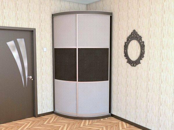 В закрытом виде этот же шкаф больше похож на конструкционную часть стены