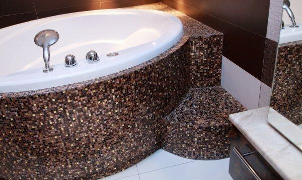 Керамической плиткой мозаикой можно отделать только ванную
