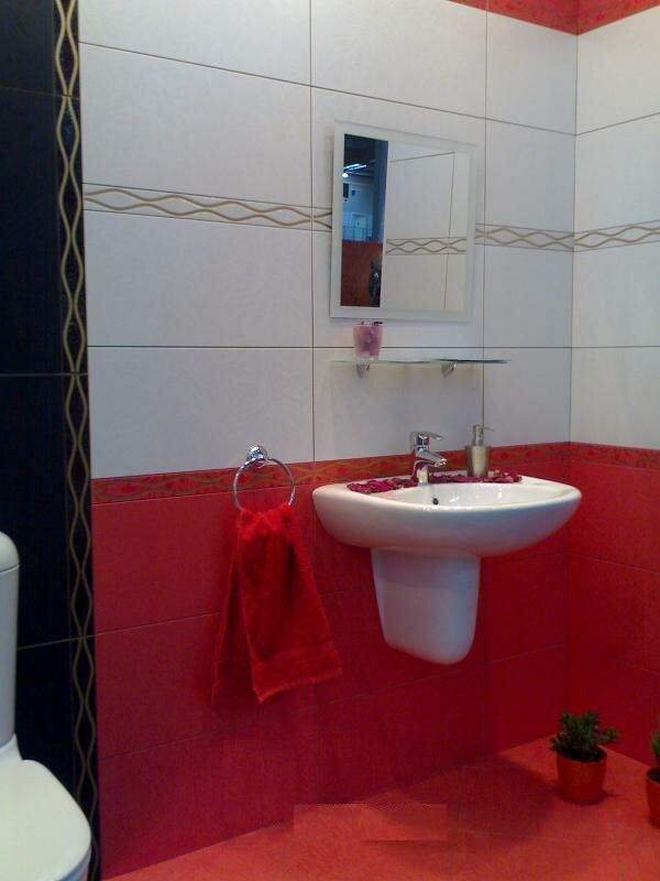 Красная кафельная плитка Плаза от Керамина сделает дизайн ванной комнаты стильным